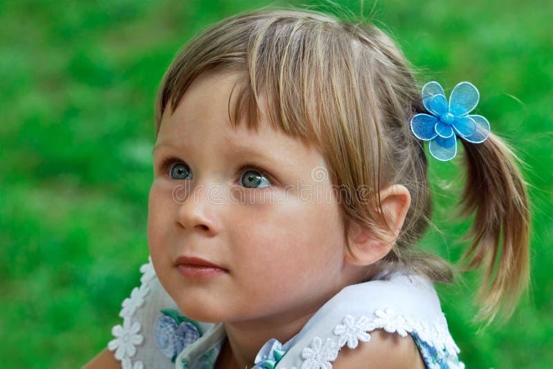 Download девушка меньший портрет стоковое фото. изображение насчитывающей ребенок - 487794