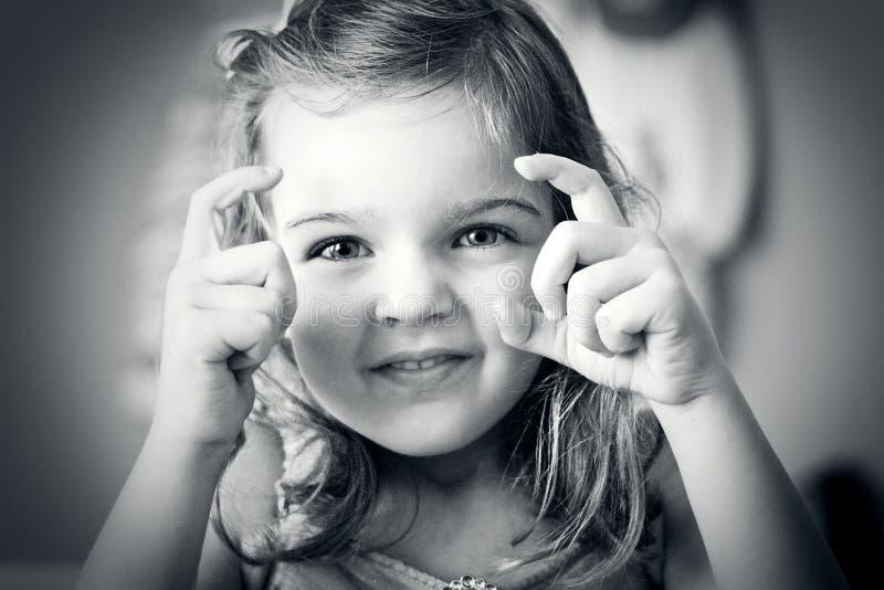 девушка меньший принимать изображения стоковые фото