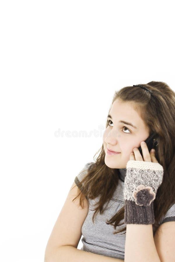 девушка мобильного телефона милая говоря подростковым детенышам стоковые изображения rf