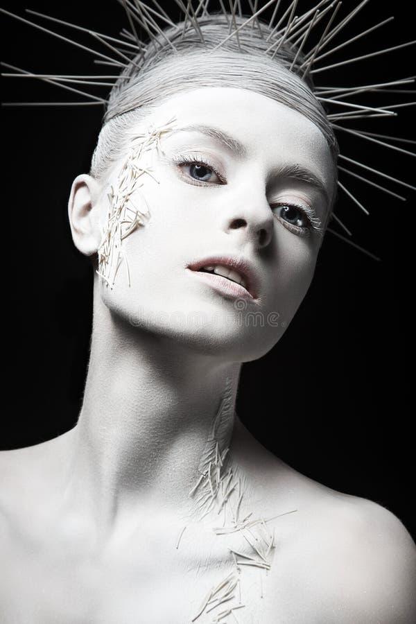 Девушка моды искусства с белой кожей и необыкновенное стоковые фото