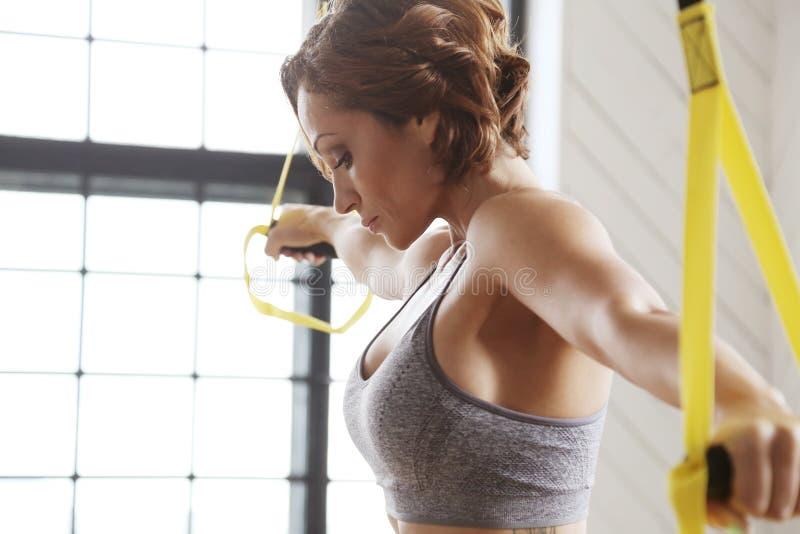 Девушка на гимнастике стоковое изображение