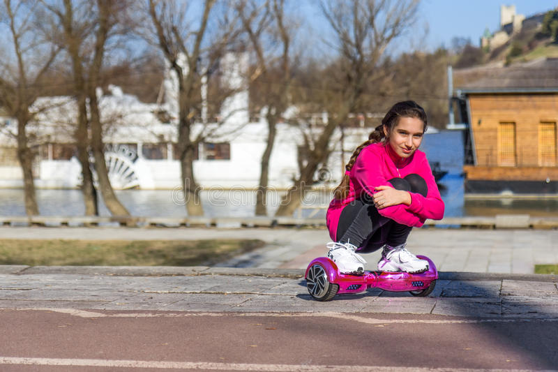 Девушка на hoverboard стоковое изображение rf