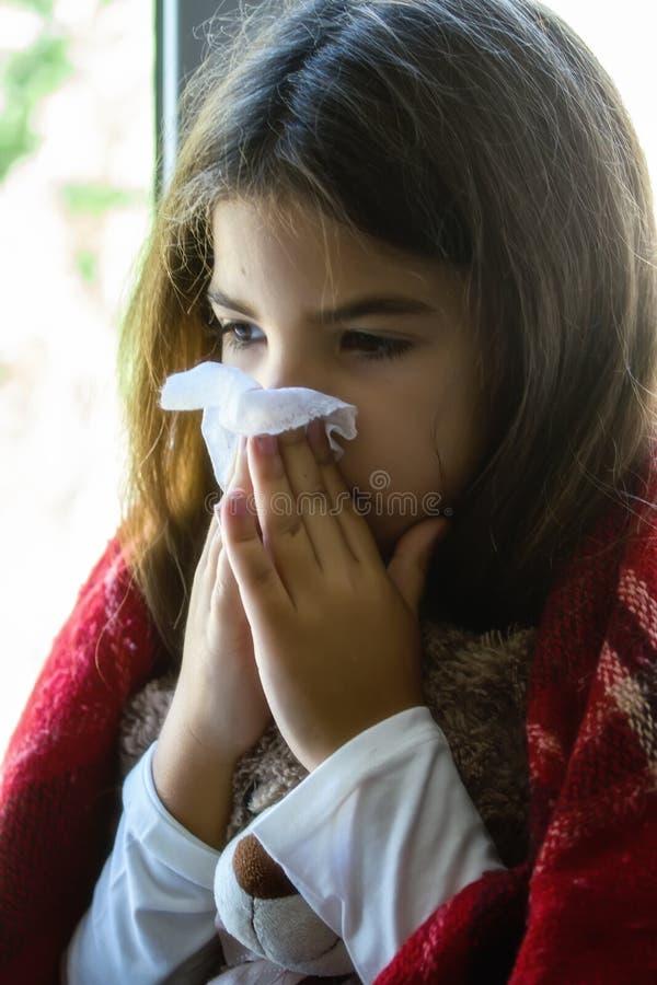 девушка немногая больное стоковое изображение