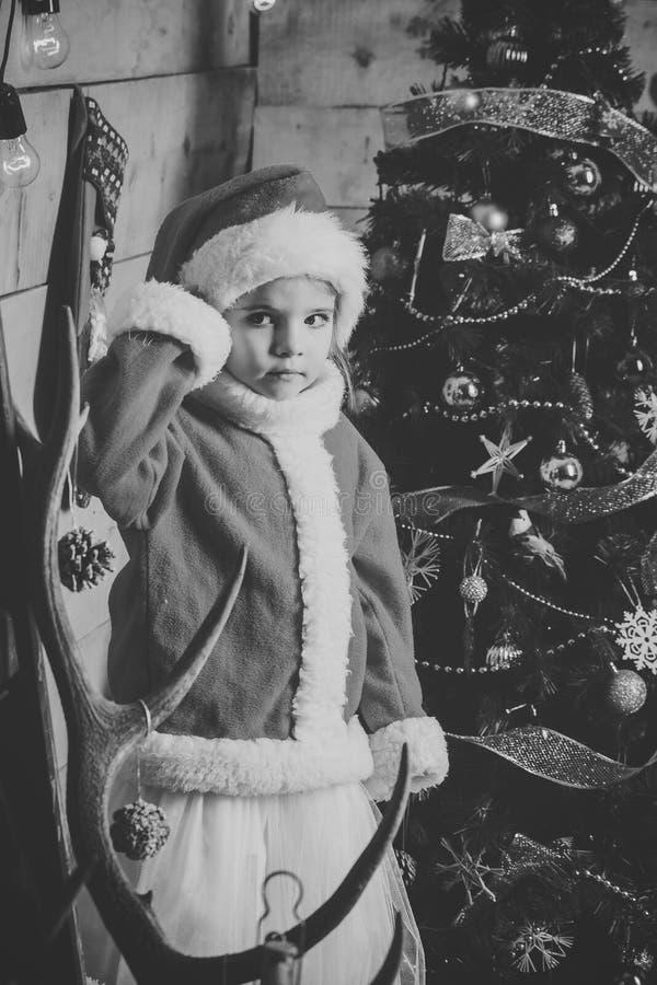Девушка Нового Года малая в шляпе стоковое изображение