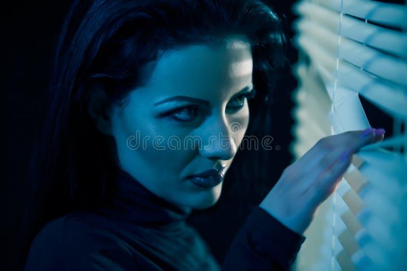 Девушка окном стоковая фотография rf