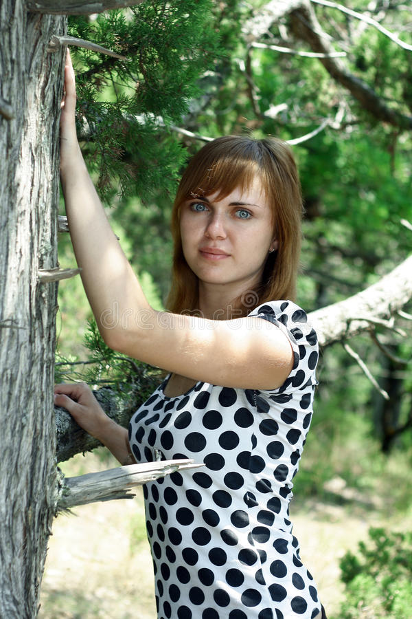девушка около вала стоковые изображения rf