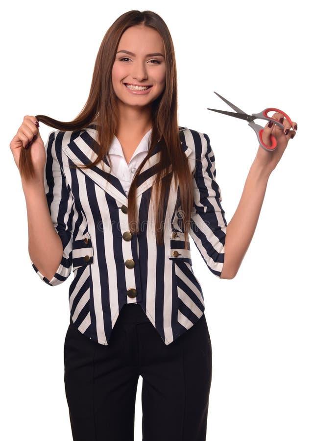 Девушка офиса показывая ножницы изолированные на белой предпосылке стоковые фотографии rf
