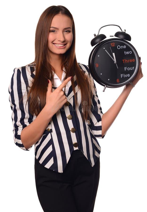 Девушка офиса показывая часы изолированные на белой предпосылке стоковое фото rf