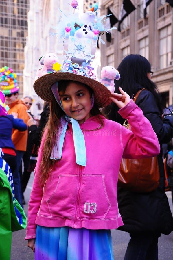 Девушка парада 2015 Нью-Йорка пасхи симпатичная латинская стоковые фотографии rf