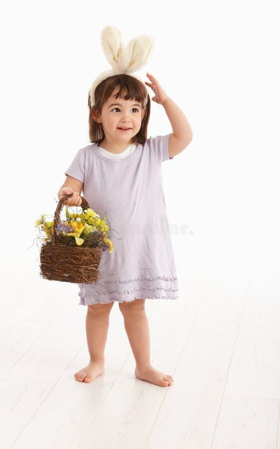 девушка пасхи costume немногая стоковые фото