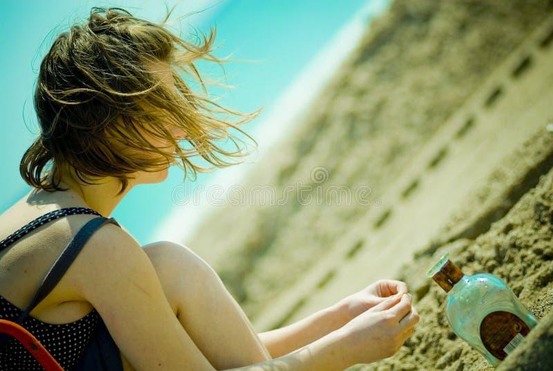 девушка пляжа красивейшая стоковое изображение rf
