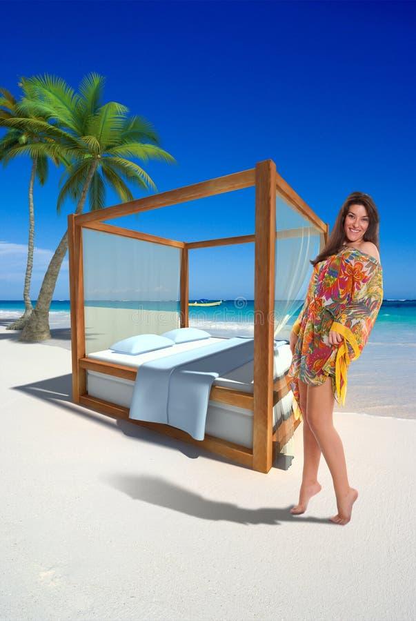 девушка пляжа ослабляя стоковые фото