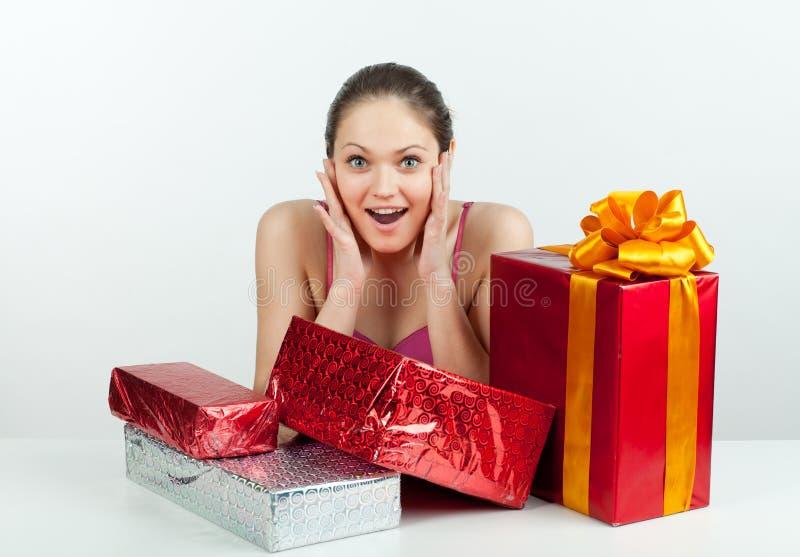 девушка подарка стоковые фотографии rf