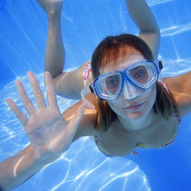 девушка подводная стоковое фото