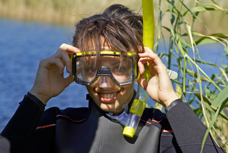 девушка подныривания подводная стоковая фотография rf