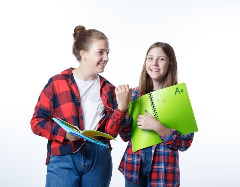 Девушка подростков colledge школы с неподвижными тетрадями книг стоковые изображения