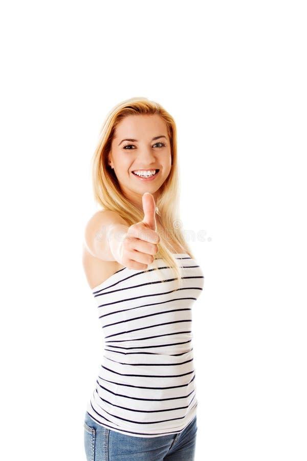 Девушка показывает о'кеы жест на белизне стоковая фотография