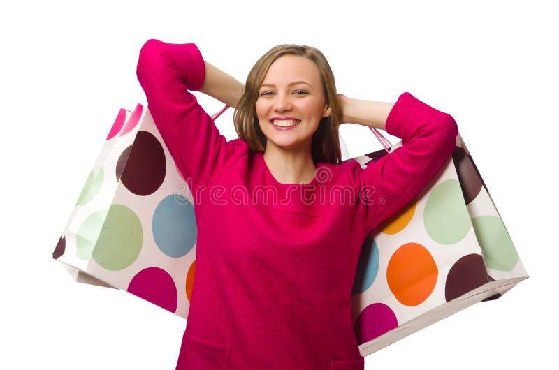Девушка покупателя в розовом платье держа полиэтиленовые пакеты изолированный на whit стоковые фото