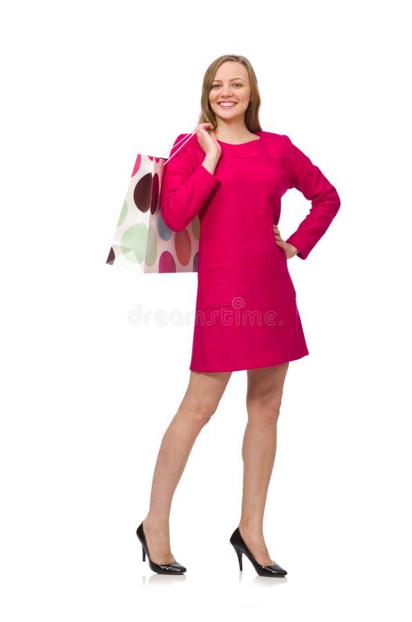 Девушка покупателя в розовом платье держа полиэтиленовые пакеты изолированный на whit стоковая фотография