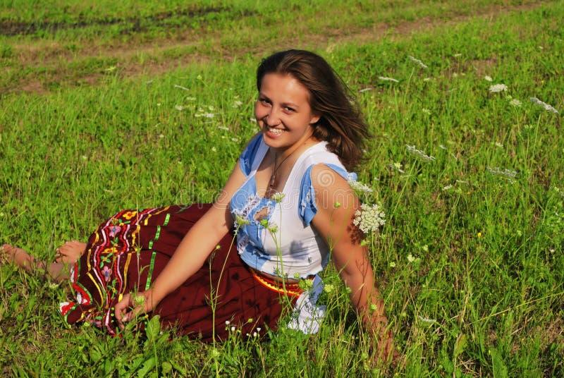 девушка поля стоковая фотография rf