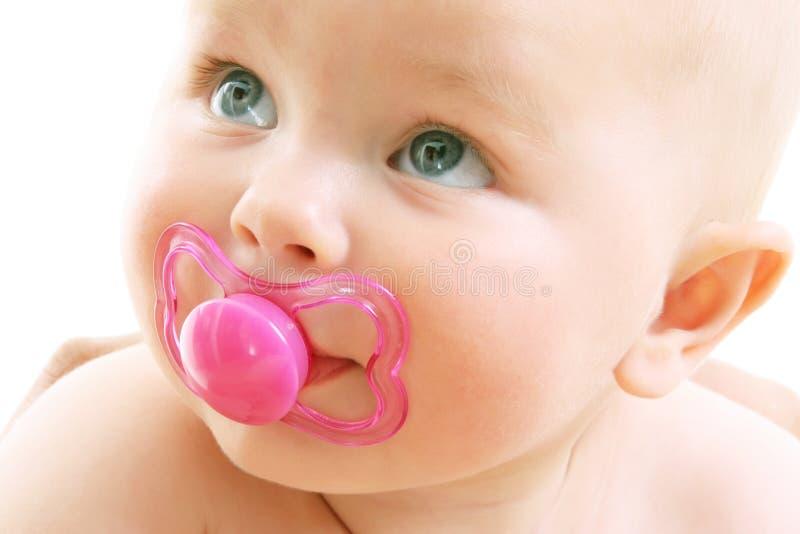 девушка предпосылки младенца милая над белизной стоковое изображение rf