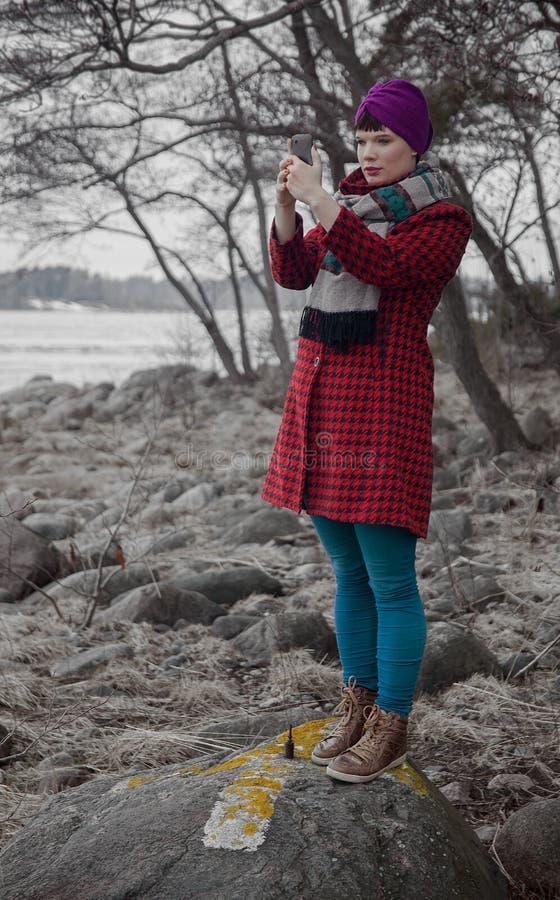 Девушка принимая selfie стоковое фото rf