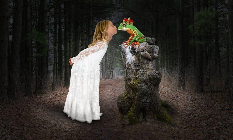 Девушка, принцесса, поцелуй, целуя лягушку, фантазия стоковая фотография rf