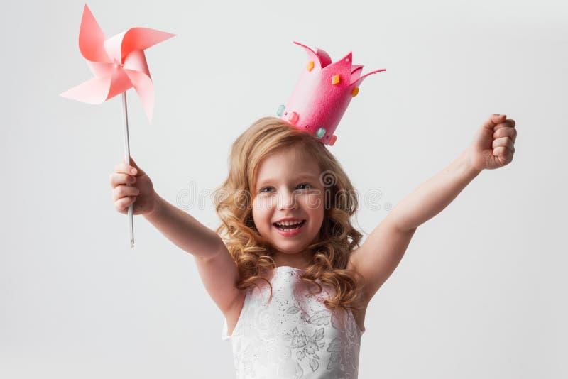Девушка принцессы с pinwheel стоковое изображение