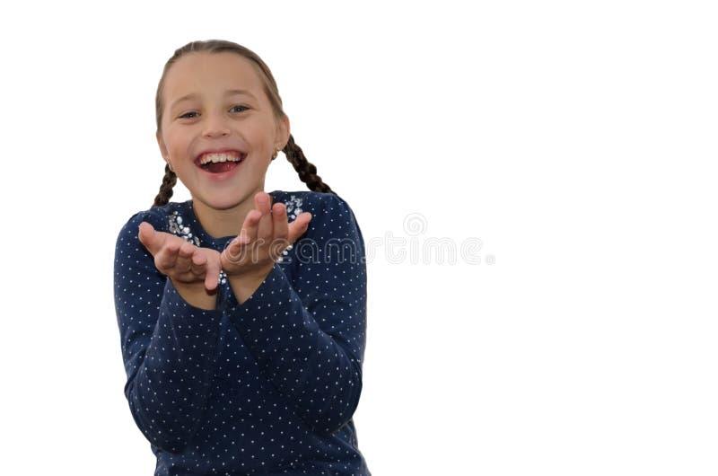 Девушка проводит вне его руки и смех heartily стоковые фото