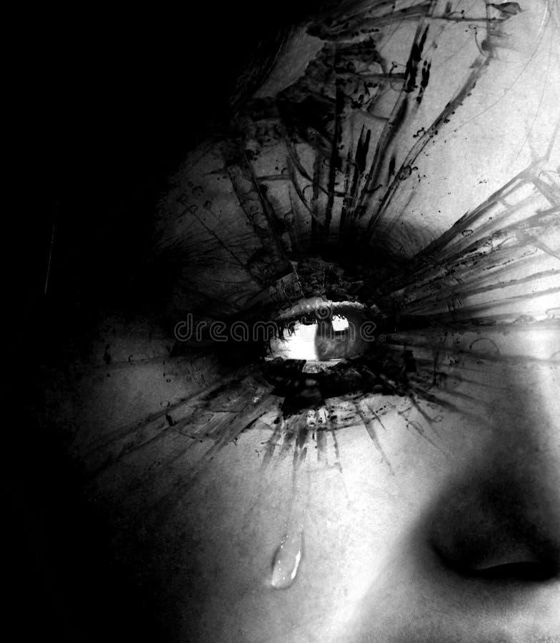 Девушка плача с разрывом и текстурированными ресницами стоковое фото rf