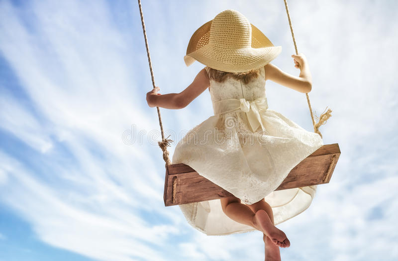 Девушка ребенка на качании стоковое изображение