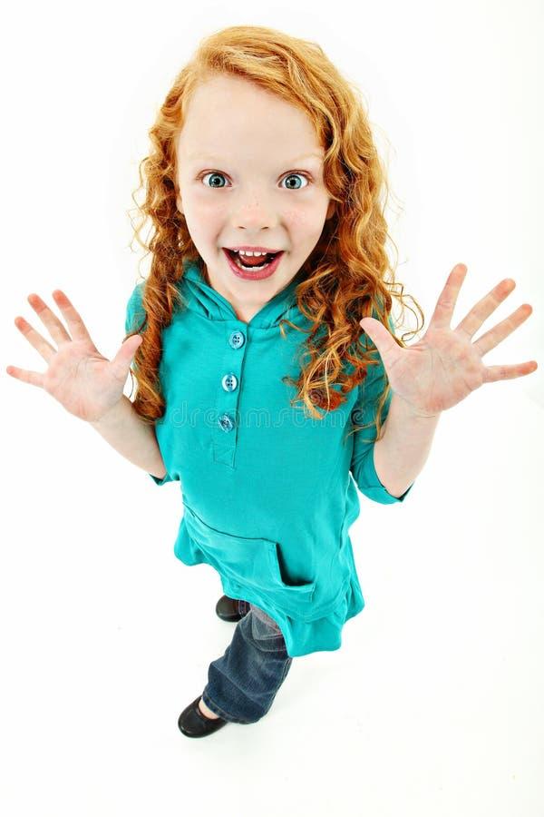 девушка ребенка excited весьма смотря стоящее поднимающее вверх стоковая фотография rf
