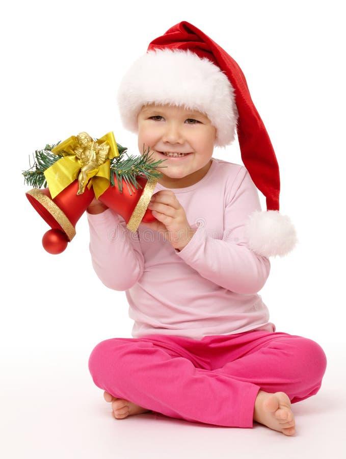 девушка рождества колоколов держит немногую красным стоковое изображение rf