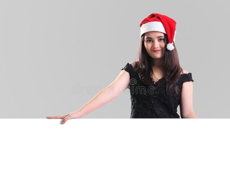 Девушка рождества с белой доской стоковые изображения