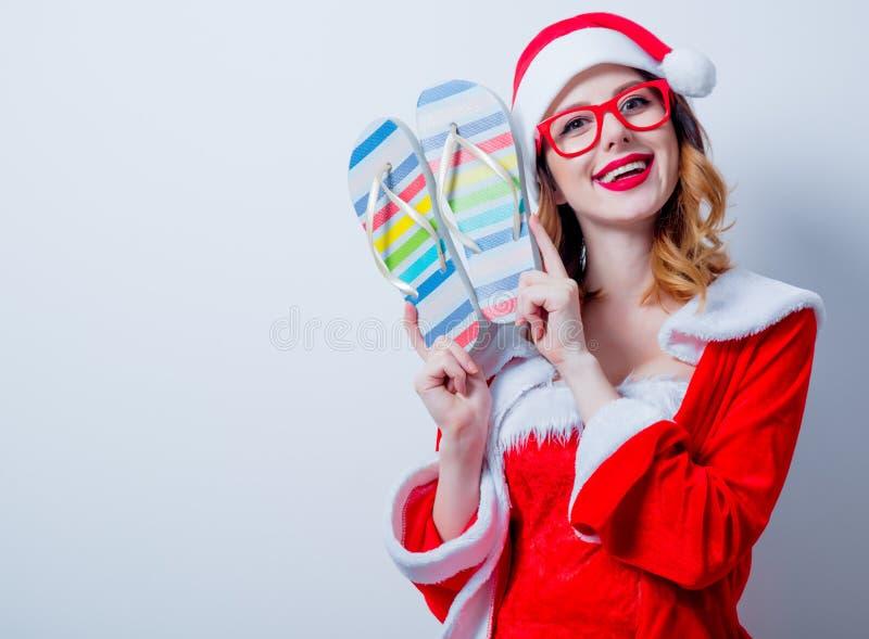 Девушка Санты Clous с eyeglasses и Sandales стоковое изображение