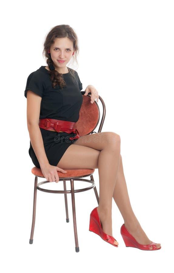 Девушка сидит на стуле стоковое изображение