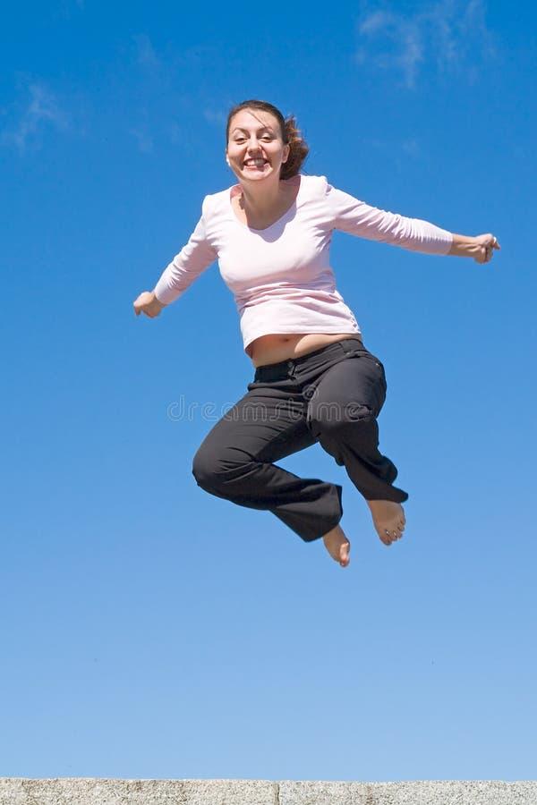девушка скачет стоковые фото