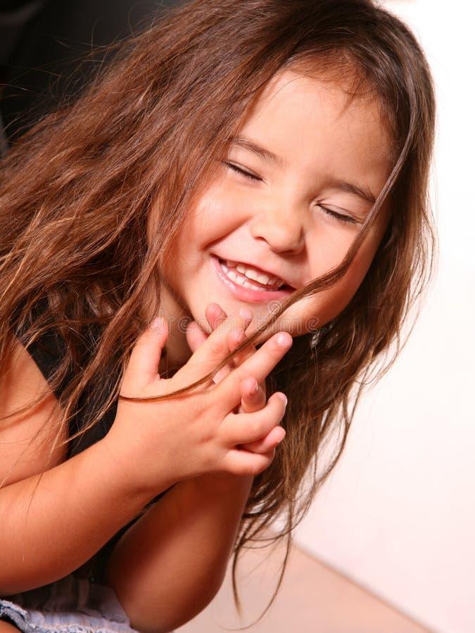 девушка смеясь над немного стоковое фото rf