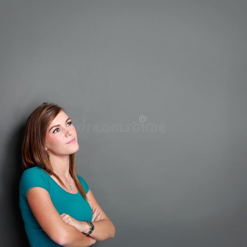 Девушка смотря до пустое пространство стоковое фото rf