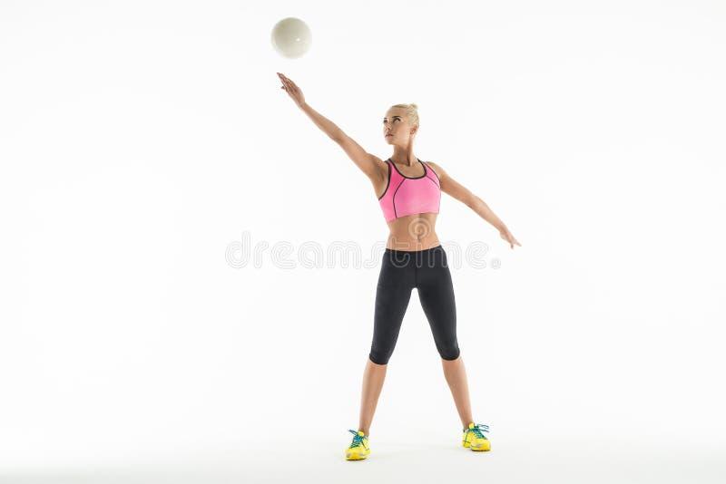 Девушка спорта с шариком стоковое фото
