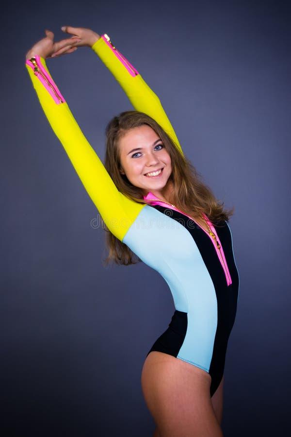 Девушка спорта улыбки стоковое изображение