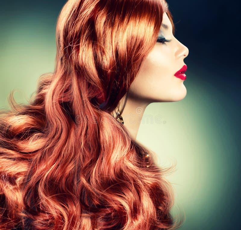 Девушка способа красная с волосами стоковое фото