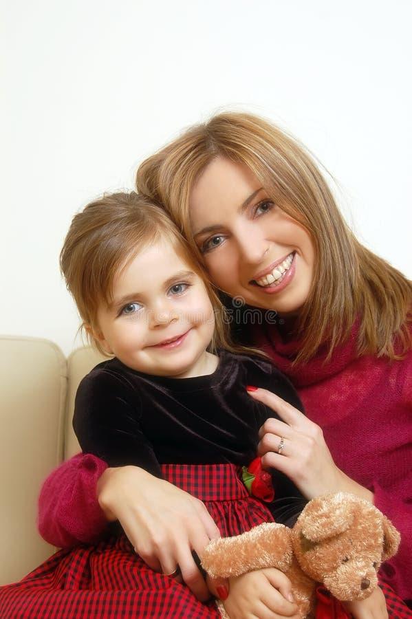 девушка счастливая ее маленькая мама стоковые изображения rf
