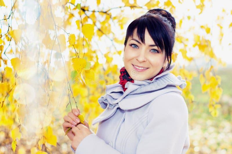 Девушка с золотой кожей стоковая фотография rf