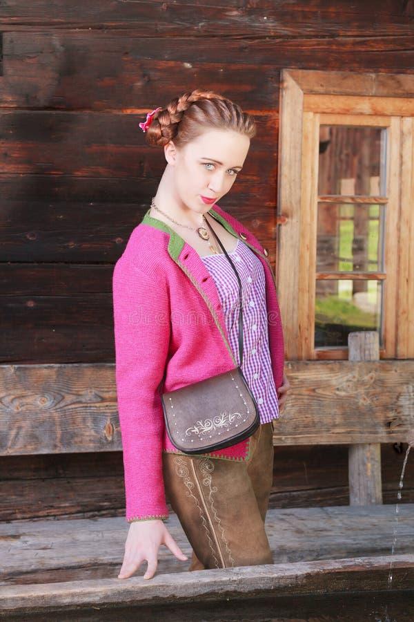 Download Девушка с капризным положением взгляда Стоковое Изображение - изображение насчитывающей costume, германия: 41655753