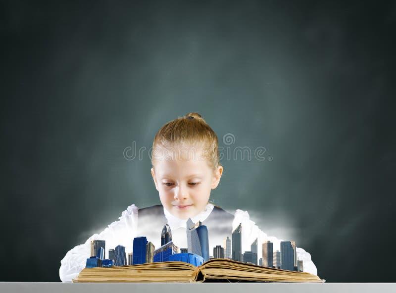 Download Девушка с книгой стоковое фото. изображение насчитывающей знание - 41651148