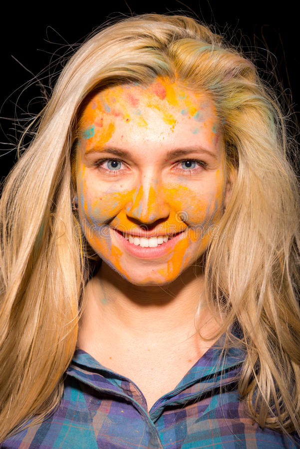 Девушка с красками holi стоковое изображение rf