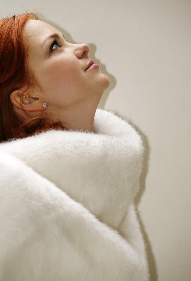 Девушка с красными волосами стоковые изображения