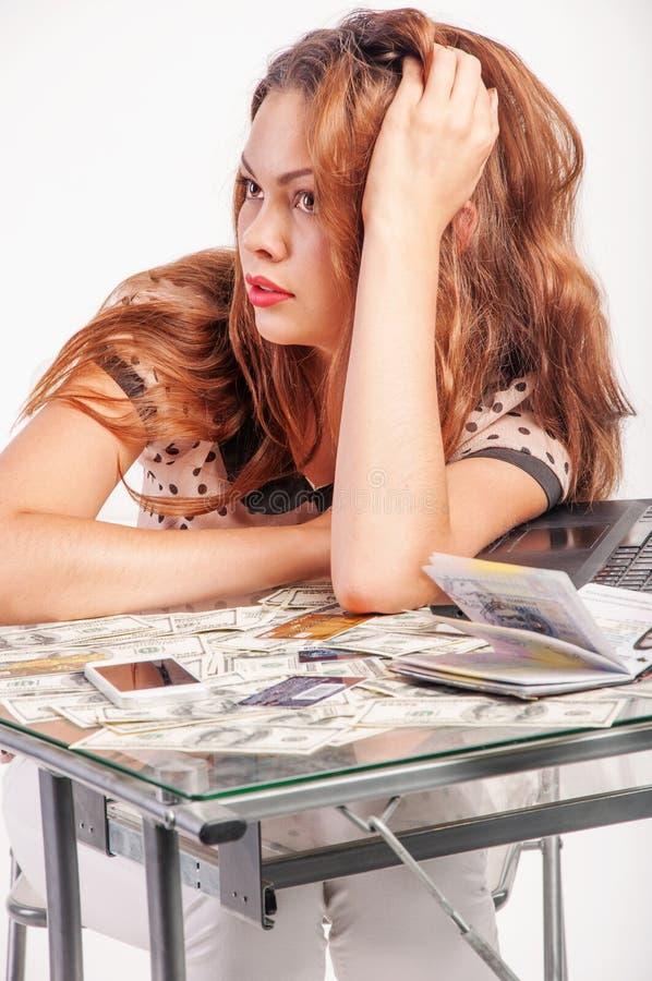 Девушка с долларами для компьтер-книжки стоковое изображение rf