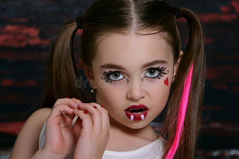 Девушка с пауком стоковые фотографии rf